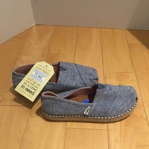 NWT Toms girl's shoes